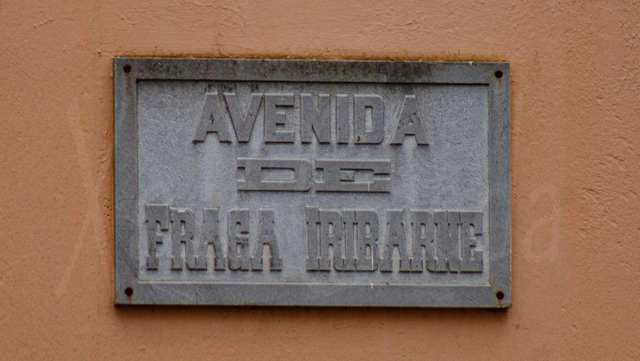 La placa de la avenida de Fraga Iribarne aún no ha sido retirada