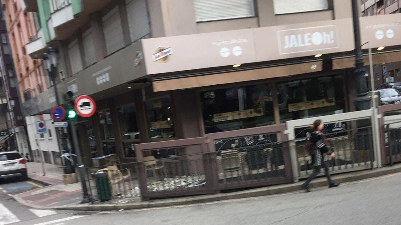 Derrumbe de la techumbre del bar en la plaza de América