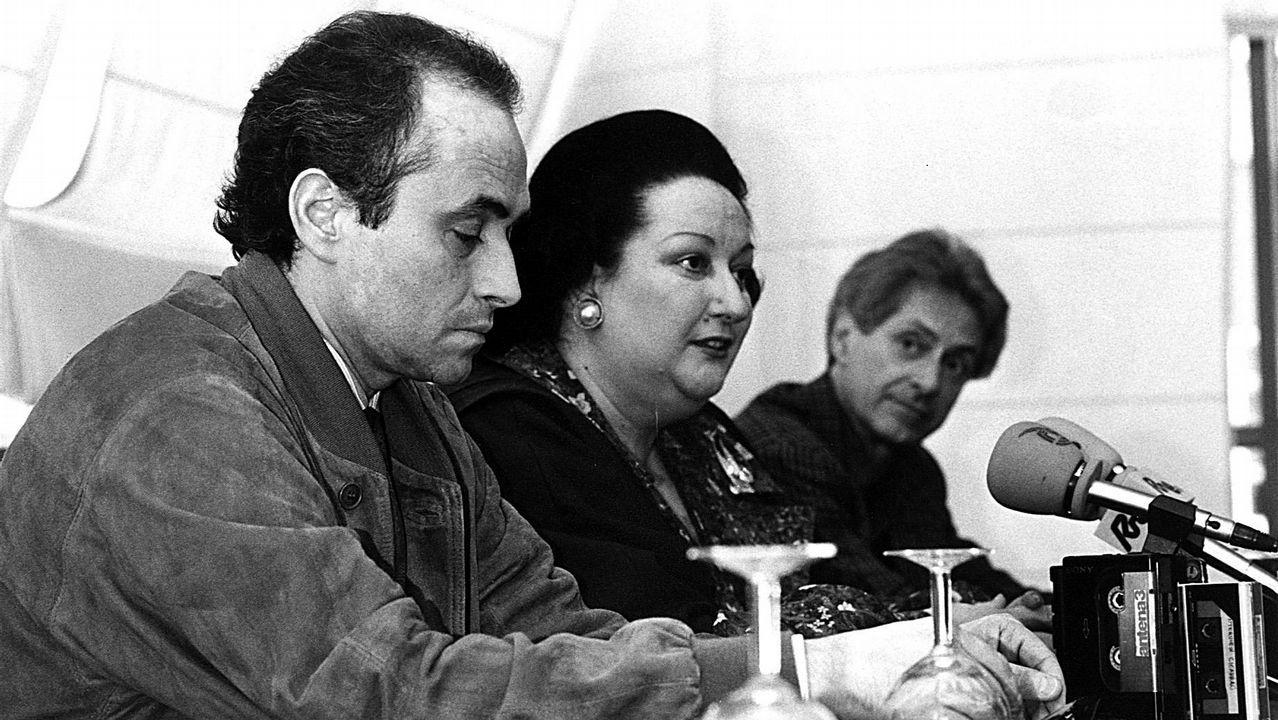 Último adiós a Montserrat Caballé en Barcelona.Mariella Devia agradece el calor (y la lluvia de pétalos) del público coruñés al término de su actuación del 23 de septiembre del 2017, interpretación que ahora reconocen los premios Ópera XXI