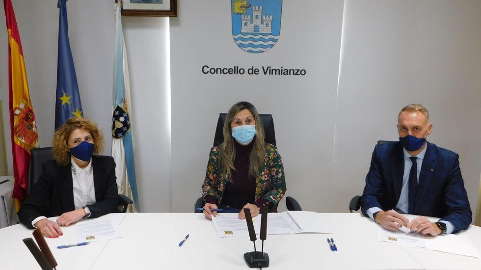 Firma del convenio con Abanca para los Vimi-Bonos de Vimianzo