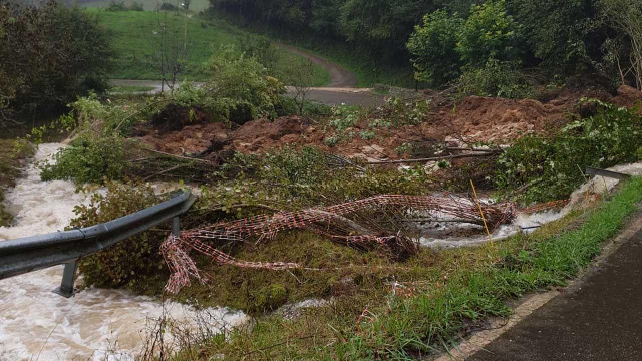 Situación en los puertos de montaña entre Asturias y León.Efectos del temporal en  Andinas, Ribadedeva