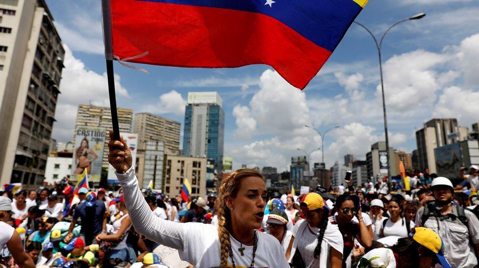 Las diez imágenes que resumen lo que está sucediendo en las protestas en Venezuela.Marcha de decenas de madres opositoras a Maduro