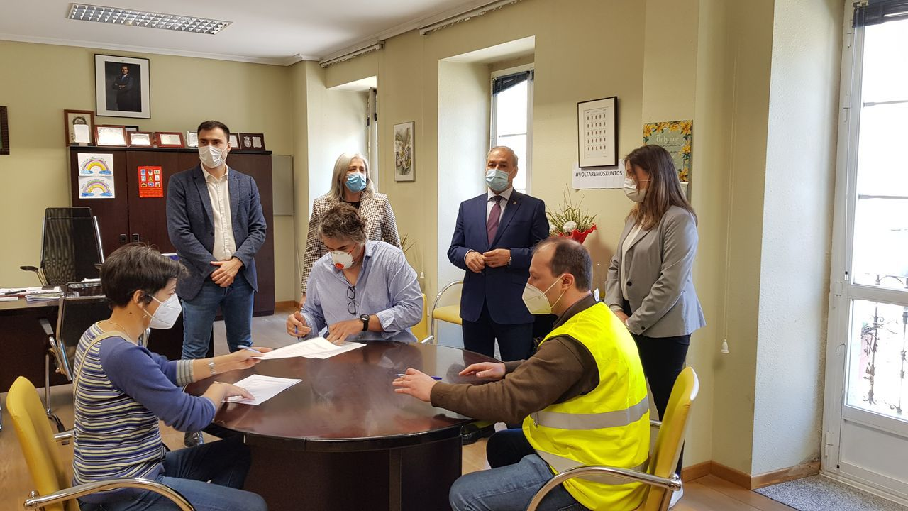 Firma del inicio de las obras de la residencia de mayores de Guitiriz