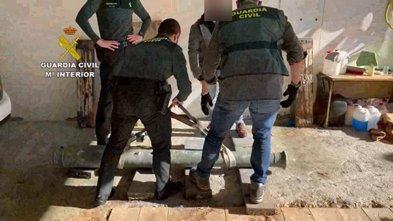 La Guardia Civil recupera el cañón expoliado en Corrubedo.Julia del Río es miembro del Mando de Operaciones de Defensa