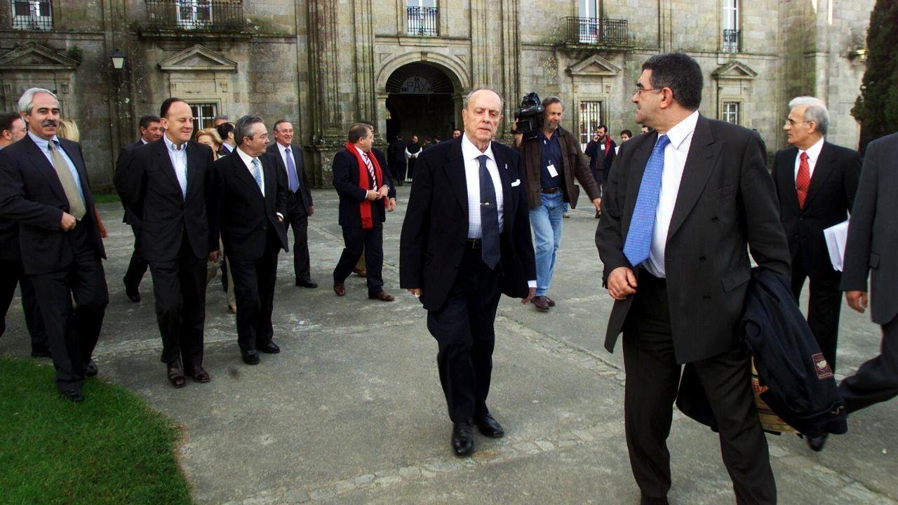 Imagen de uno de los retiros del Gobierno de Fraga, en Sobrado dos Monxes, en el año 2002