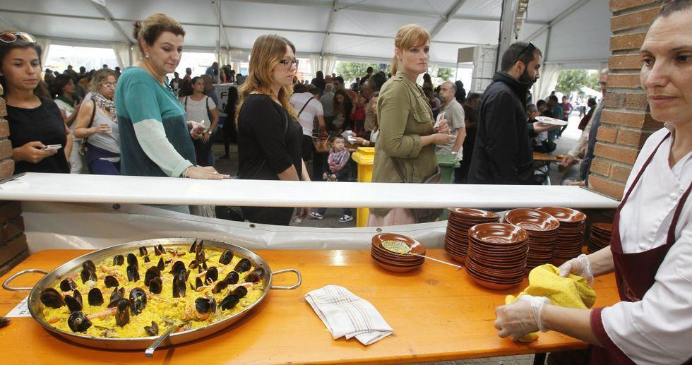 La Festa do Marisco consigue atraer a miles de visitantes hasta O Grove cuando el verano ya ha pasado a la historia.