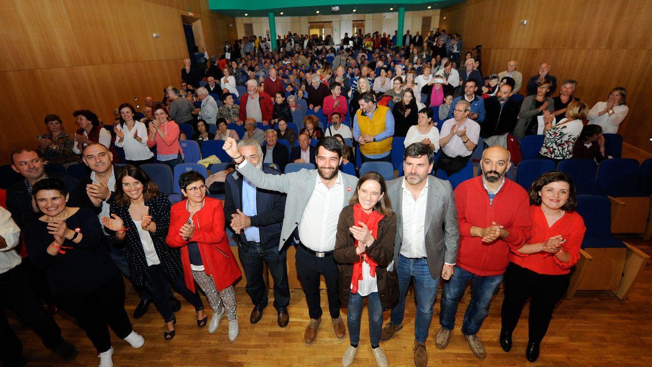 Gonzalo Caballero visitó el mercado coruñés de Elviña con la candidata Inés Rey
