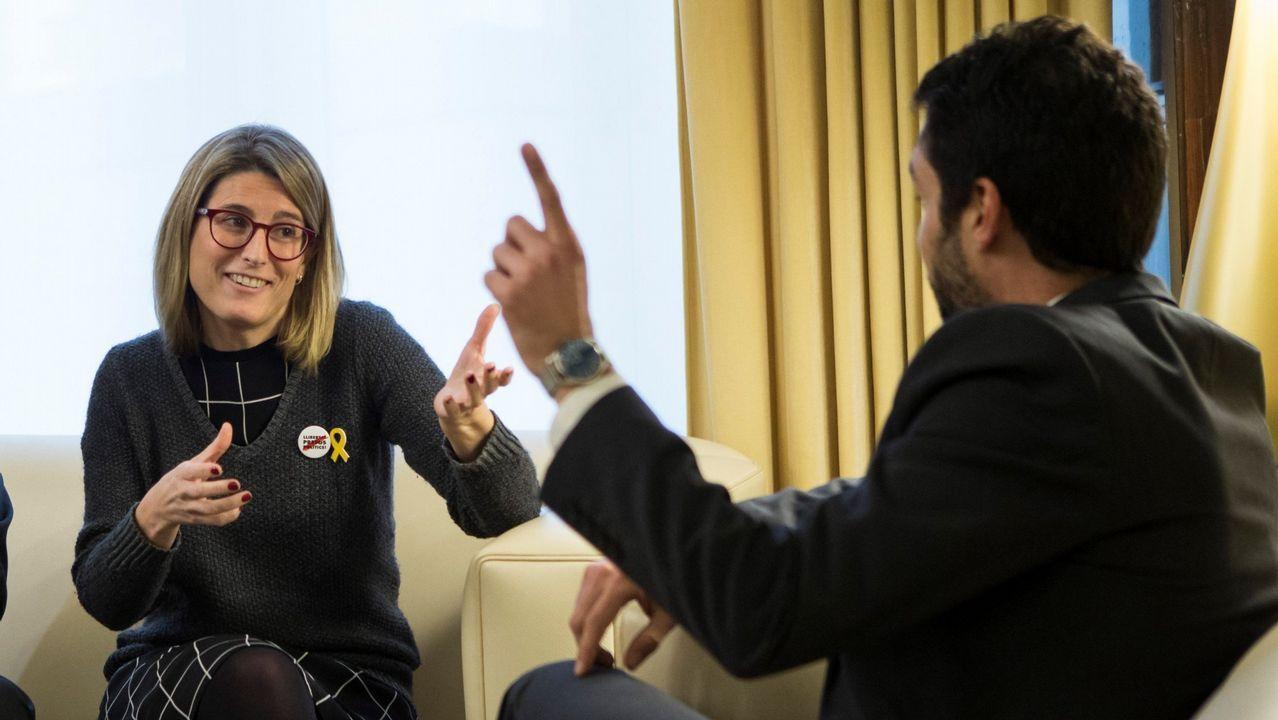 El Gobierno considera que la mesa del Parlament debe presentar otro candidato para desbloquear la situación en Cataluña.Elsa Artadi, portavoz del grupo parlamentario de Junts, y Roger Torrent, presidente del Parlament