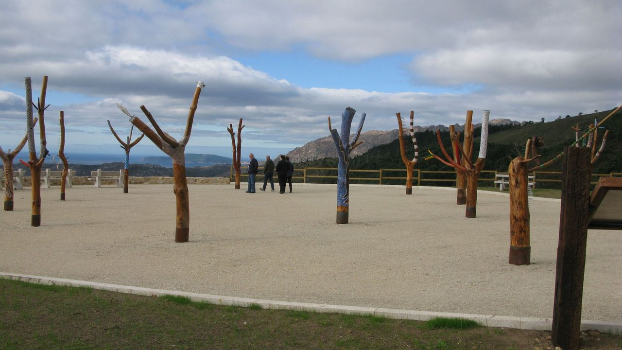 Mirador de Louredo, en Carnota, acondicionado con obras del artista Ando Leston