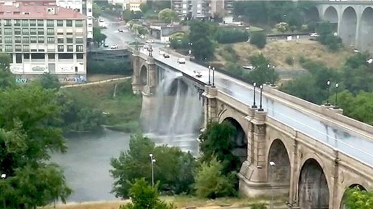 Las tormentas llegan con fuerza a Ourense.Aparcamiento gratuito situado frente al Museo del Ferrocarril de Gijón