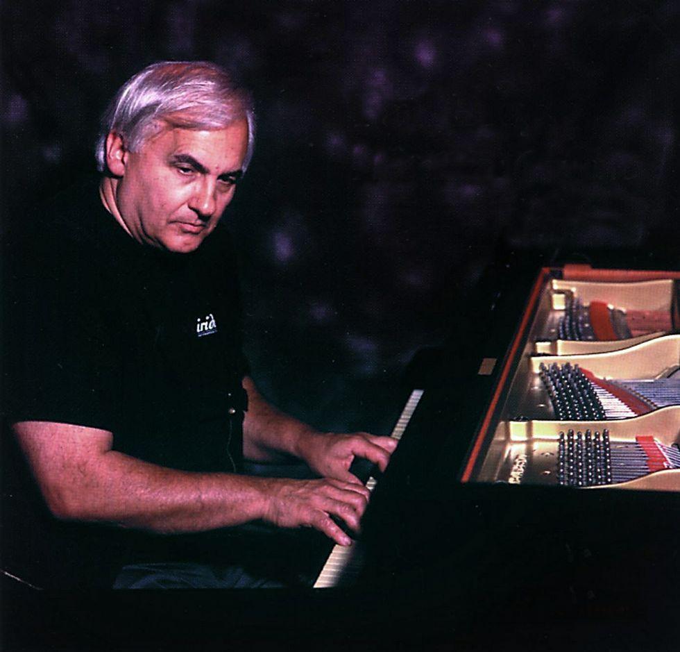 Bley, en una foto que usó para la portada de «Notes on Ornette» (1998).