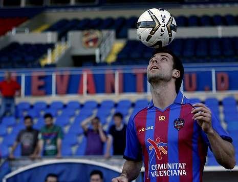 El austríaco Ivanschitz, durante su presentación como nuevo jugador del Levante.