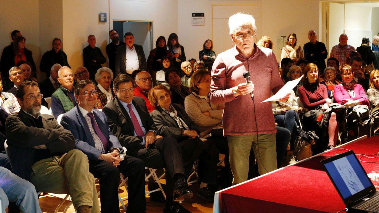 Pedro de Silva, durante la presentación de su nueva novela en el Ateneo Obrero de Gijón