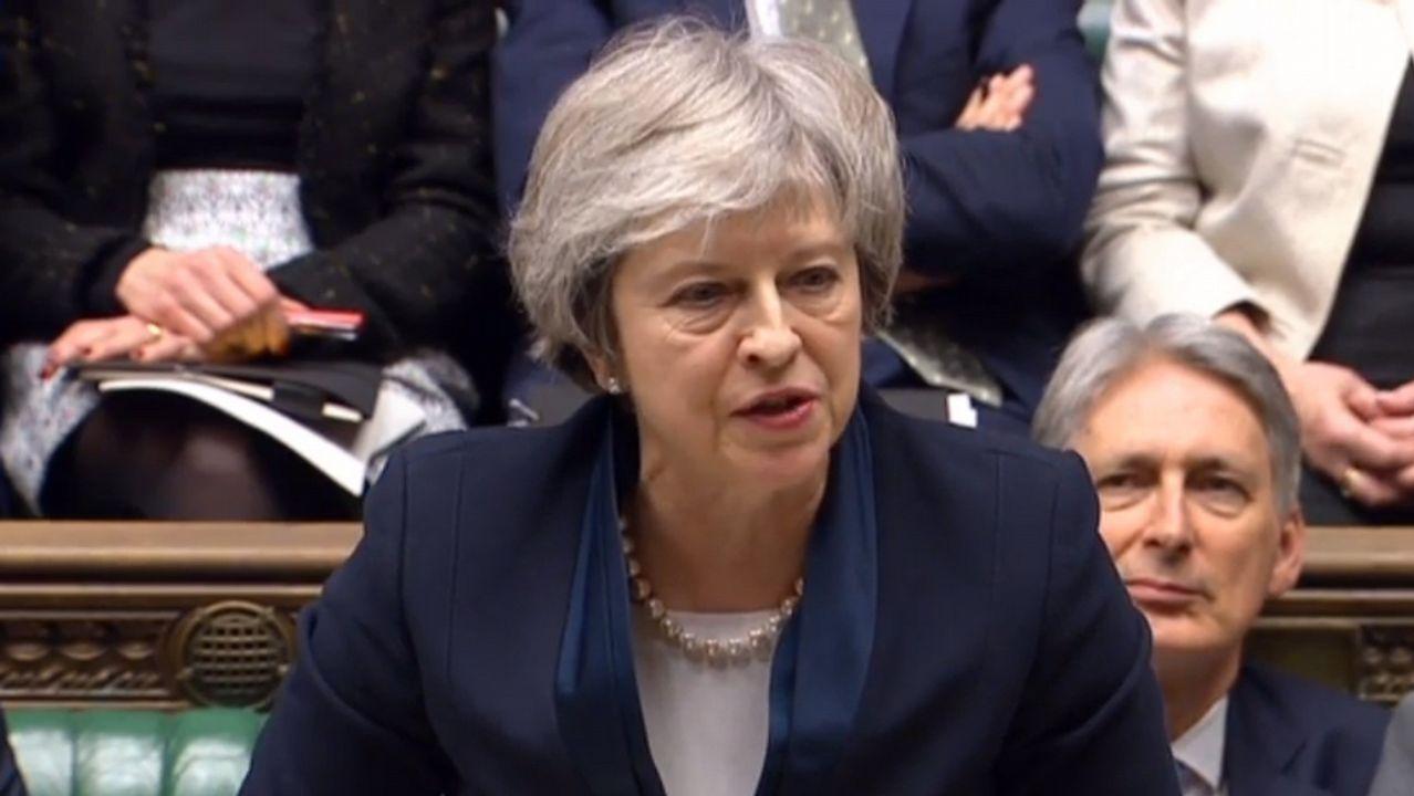 Partidarios de un segundo referendo pidieron a Corbyn un compromiso más firme..Michel Barnier, durante el debate en Bruselas sobre los resultados de la votación sobre el tratado de salida en Westminster.