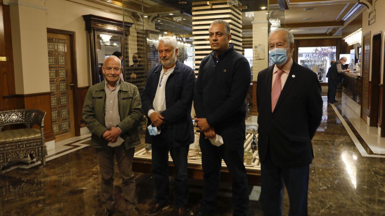 El responsable del colectivo, Ghaleb Jaber Ibrahim, en el acto junto al presidente de Jenin