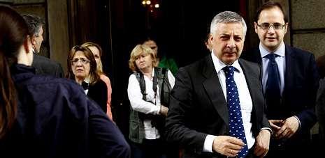 José Blanco, ayer, saliendo del Congreso de los Diputados, donde asistió a la comparecencia del presidente del Gobierno.