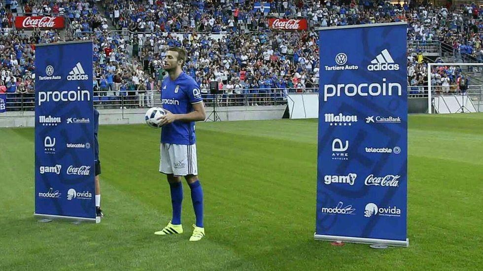 Debút agridulce para Michu.Michu durante su presentación como jugador del Real Oviedo