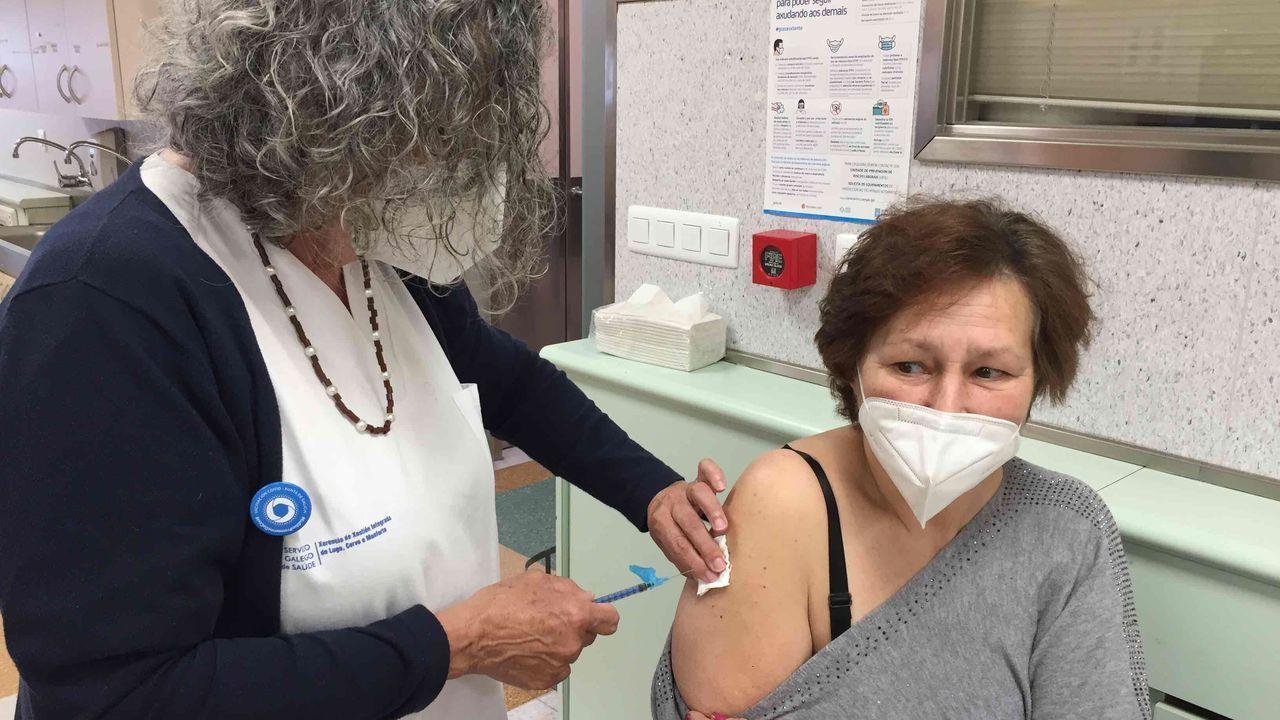 El Hospital Público da Mariña sigue vacunando frente al covid-19