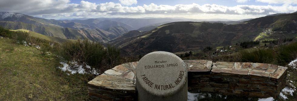 En el municipio de Cervantes acaban de ser acondicionadas diez rutas de montaña que suponen casi cien kilómetros desde los que ver paisajes increíbles.