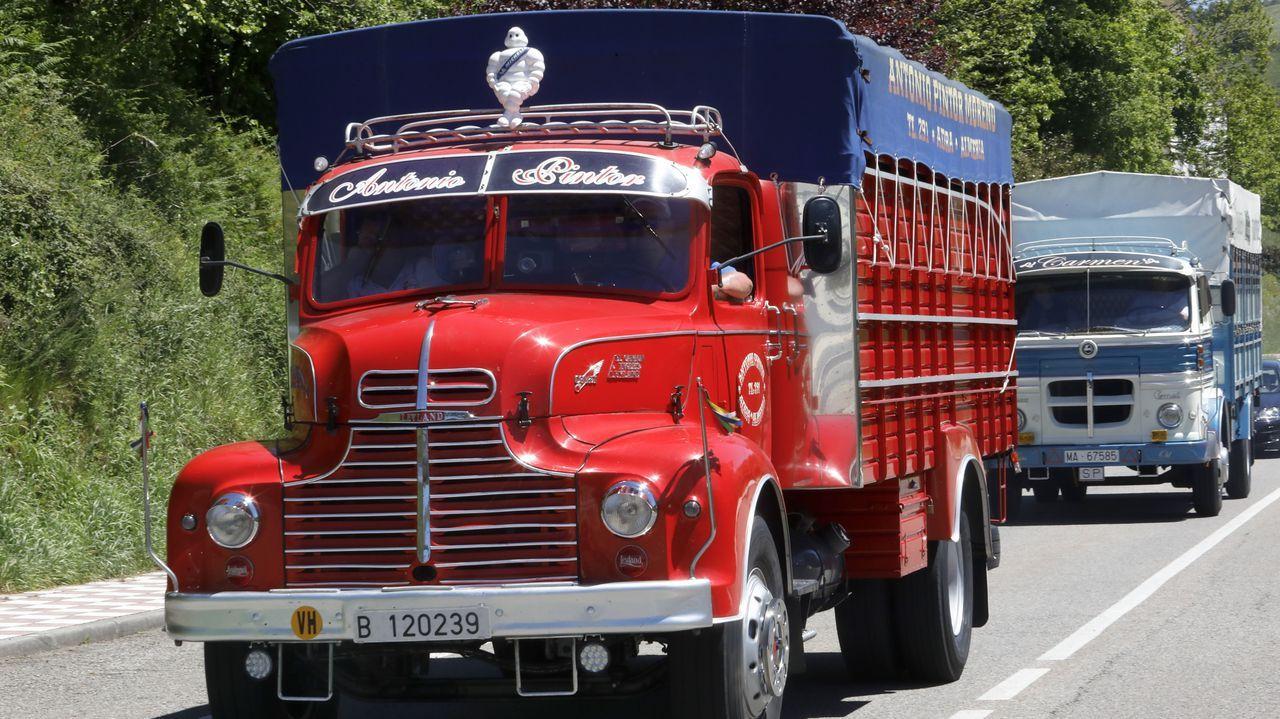 Peregrinación de camiones antigüos por Lugo.Campeonato de regata en el embalse de Portomarín