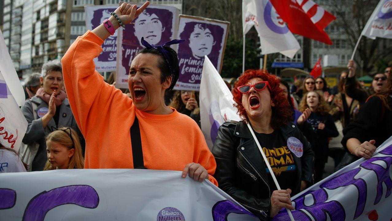 Trabajadores de Alcoa y Poligal llevan sus protestas al acto de Pedro Sánchez.Primera manifestación día internacional de la mujer en A Coruña, por la mañana.