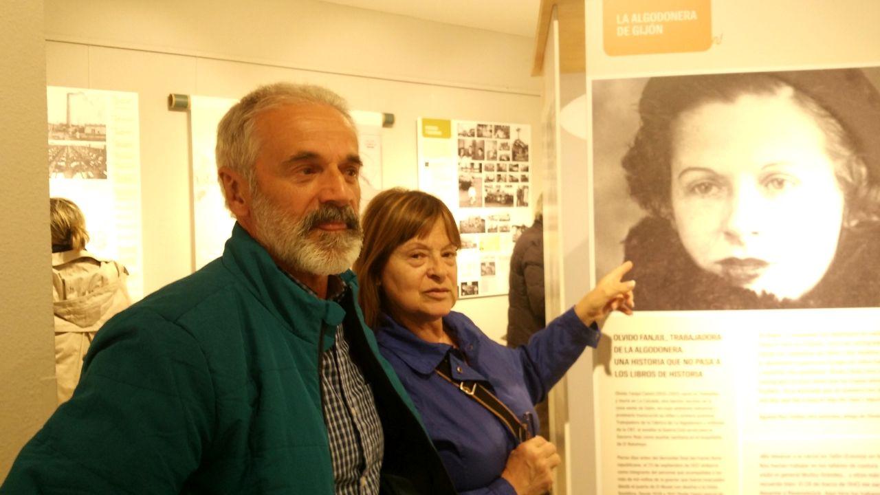 Las imágenes de La Algodonera de Gijón.La alcaldesa de Gijón, Ana González, visita las obras de Tabacalera