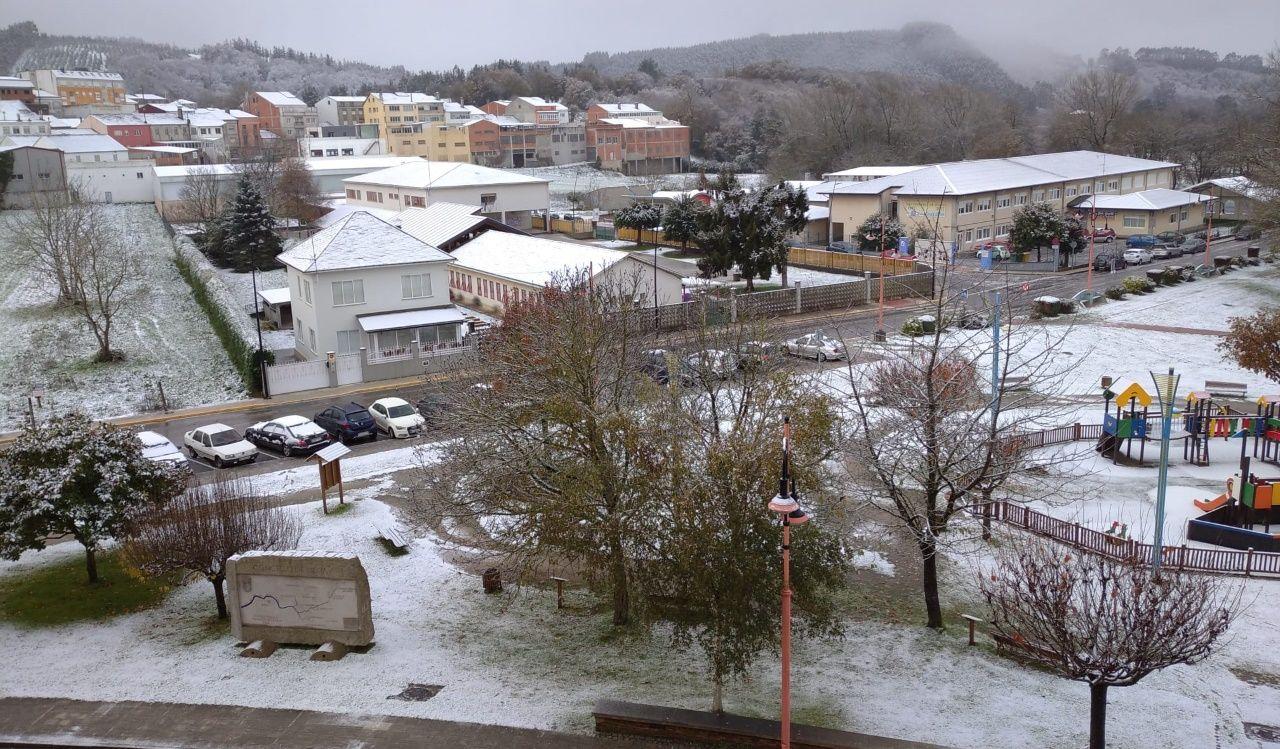 Nieva en Meira