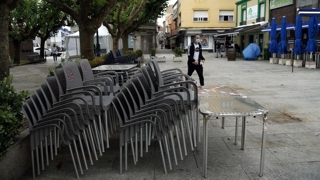 Protesta de los hosteleros de Pobra por el cierre del municipio.La hostelería en A Pobra lleva cerrada desde el 29 de mayo