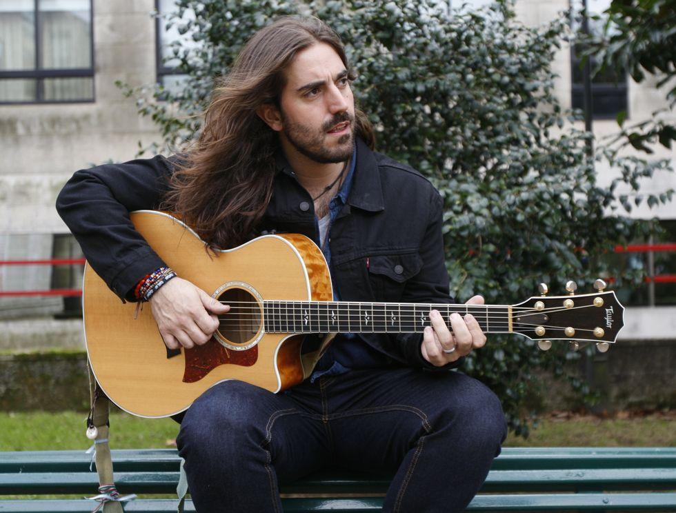 Andrés Suárez ofrece hoy un concierto acústico y mañana lo hará con su banda