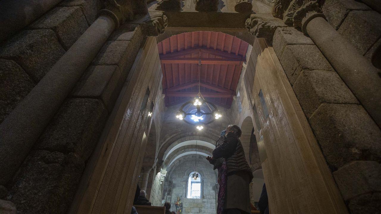 La obrade Leonardo Da Vinci se instala enlos jardines de Méndez Núñez.Maleza adosada en los laterales y los pilares del puente de Barxa de Lor