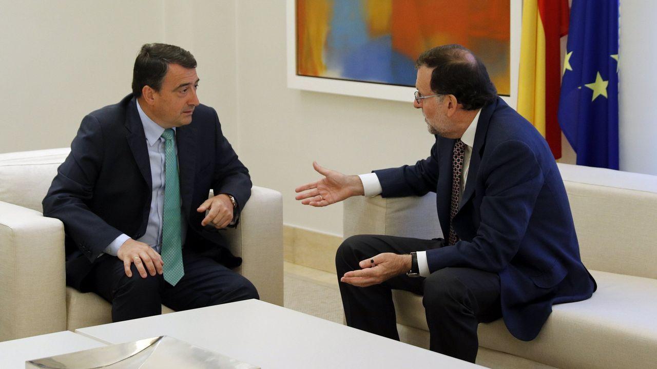 La CUP: «Vamos a votar, aunque encarcelen a Puigdemont y a los 72 diputados».Homenaje a un preso etarra en la localidad de Durango