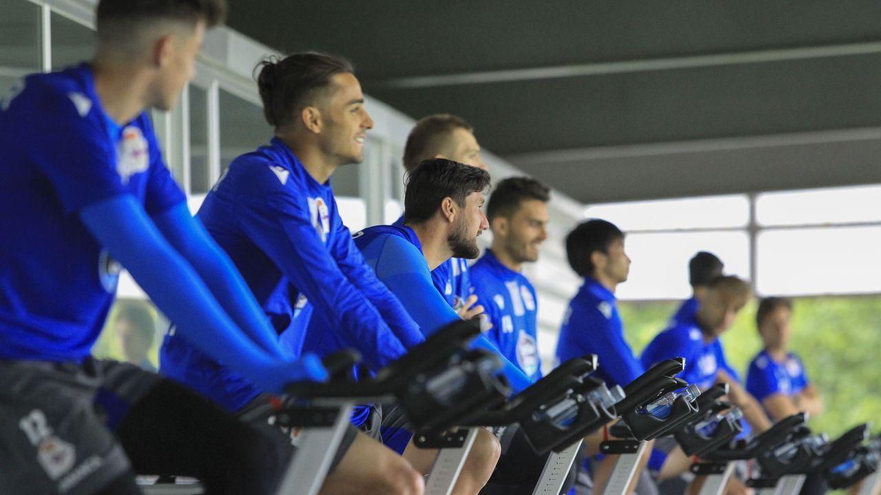 Los jugadores del Dépor festejan el gol de Peru al Tenerife