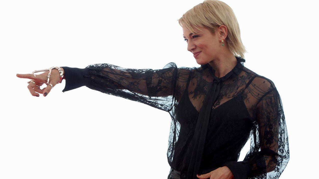La actriz y directora italiana Asia Argento posa en Sitges antes de recibir del festival el premio Méliès en reconocimiento a su trayectoria