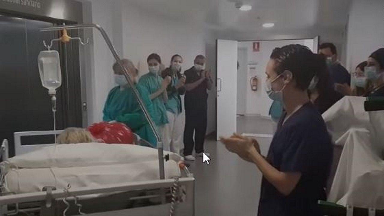 Primera persona que sale de la uci en el Hospital Quirón de A Coruña.REPORTAJE SOBRE LA COCINA DEL CHUAC COMPLEXO HOSPITALARIO UNIVERSITARIO DA CORUÑA
