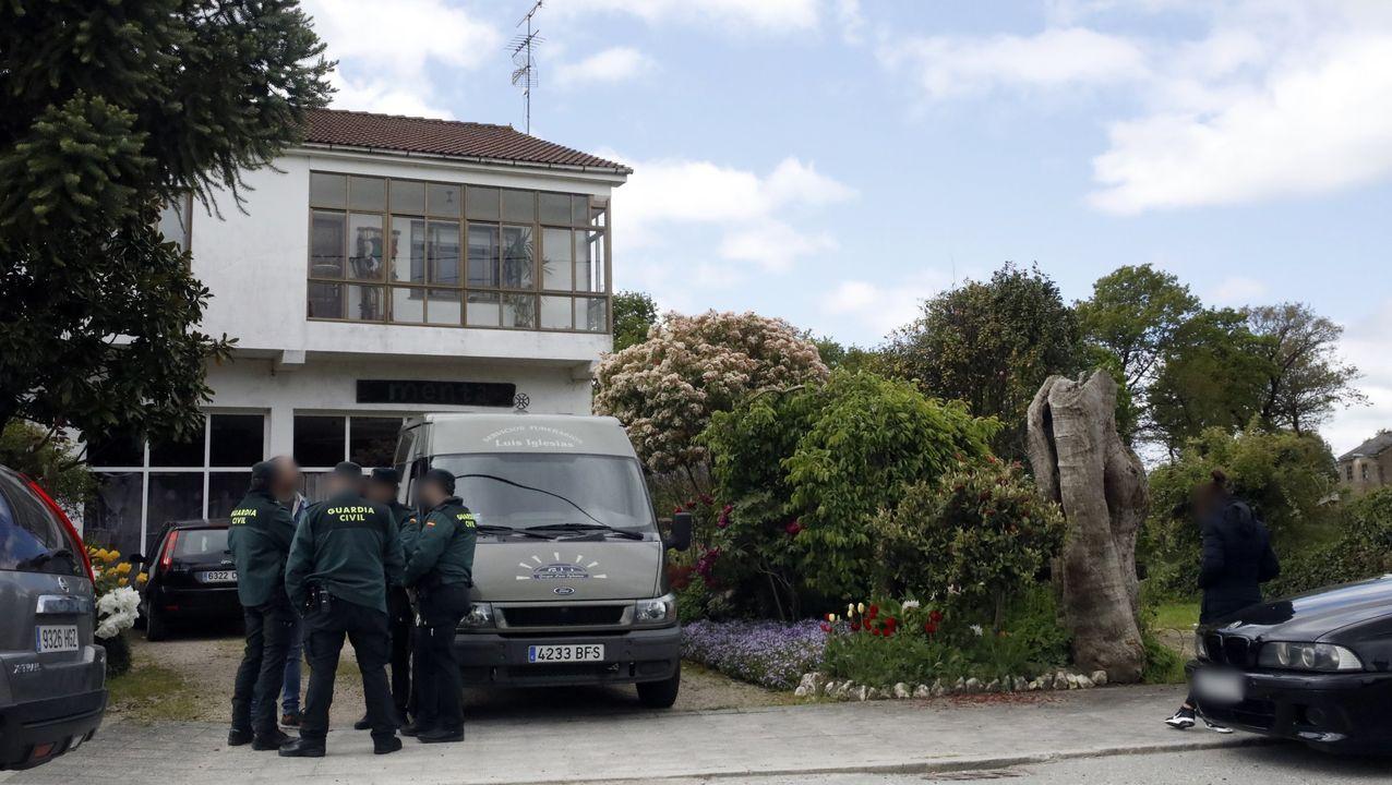La Guardia Civil el 3 de mayo del 2019 en el exterior de la casa donde murió la niña
