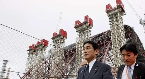 Y los Juegos Olímpicos son para... Tokio.El ministro de Exteriores de Japón visitó Chernóbil para asesorarse sobre el nuevo sarcófago.