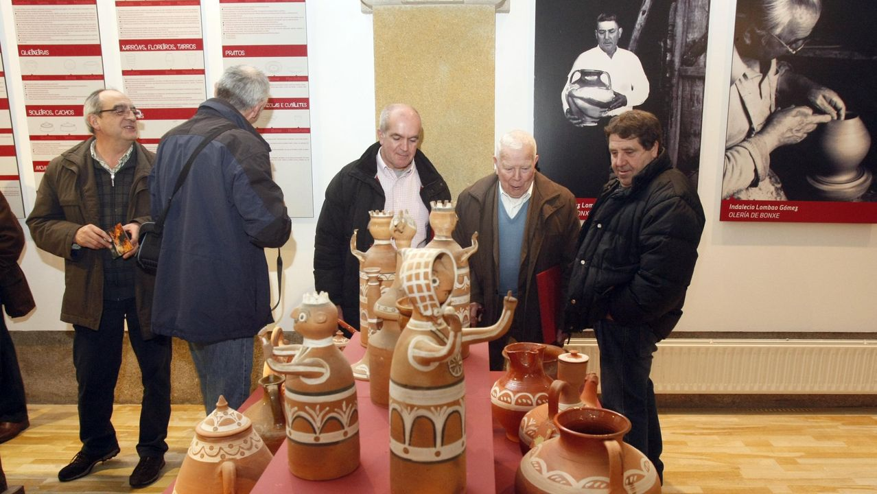 Las fotos de la ruta entre Samos y O Courel.A Capela de Santa María acolleu no 2013 unha exposición sobre olería tradicional da provincia