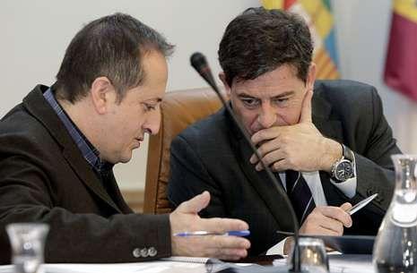 La UNED estrena nueva sede.Antonio Veiga y Gómez Besteiro, durante un pleno de la Diputación Provincial.