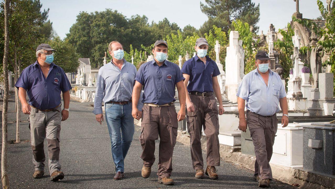Los sepultureros del Cementerio Municipal de San Froilan cuentan su experiencia durante la pandemia de la Covid19.Diego As es un artista urbano lucense