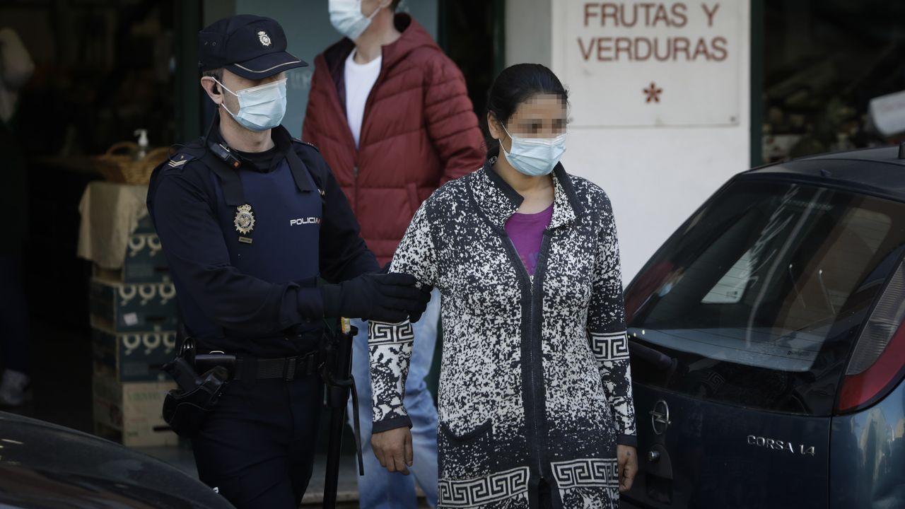 Una de las personas detenidas este miércoles en A Coruña por retener a una menor presuntamente vendida por sus padres