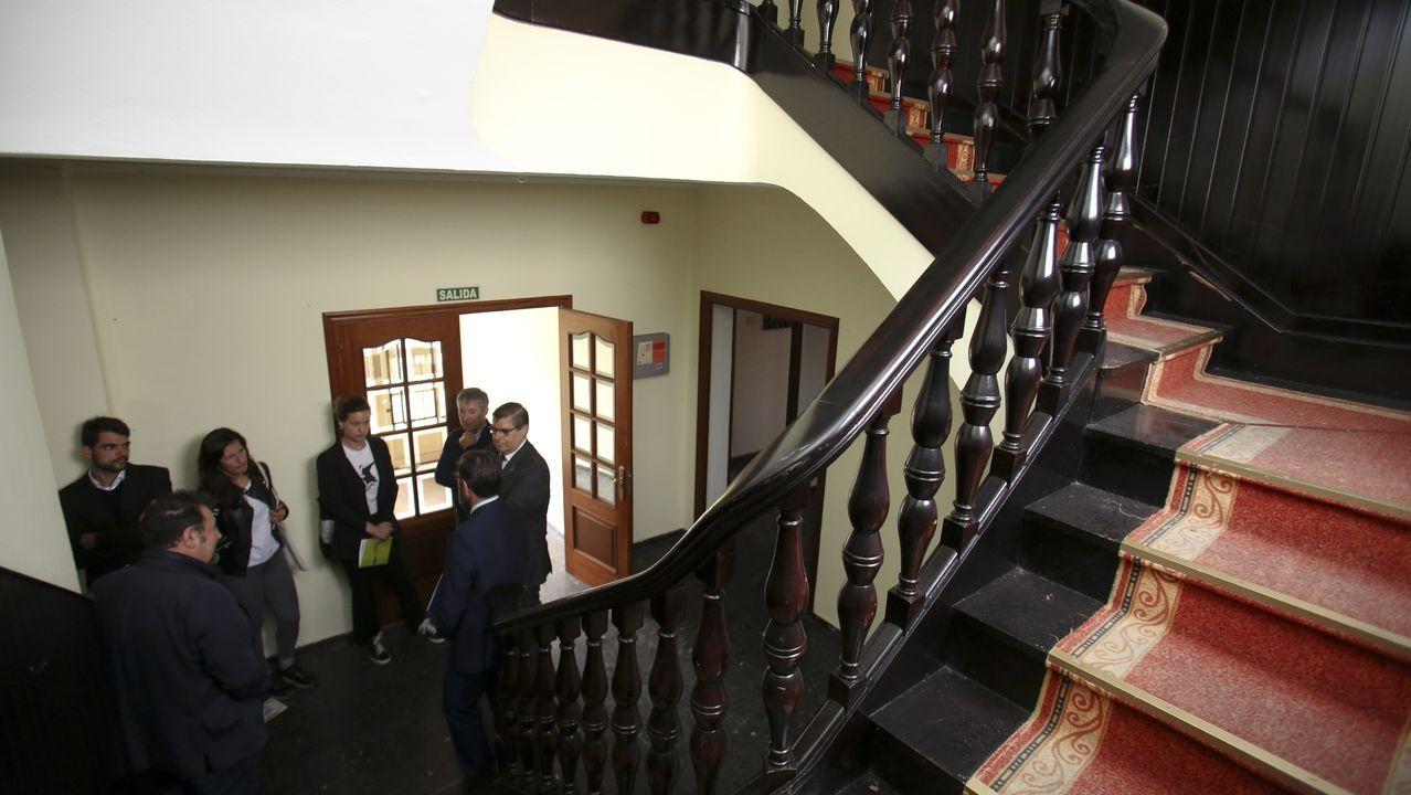 Rodaje delthriller «A Estiba» en el muelle de Ferrol.El rector y el alcalde visitaron la Residencia de Batallones, que acaba de pasar a manos de la UDC