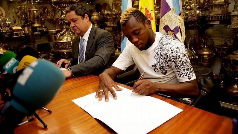 Entrenamiento del Dépor.Firma de su contrato con el Deportivo.