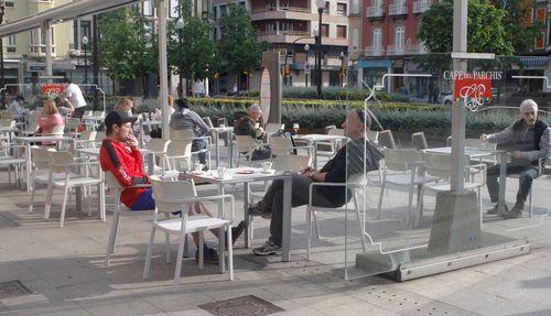 Gijon puerto deportivo muelle.Una terraza en Gijón