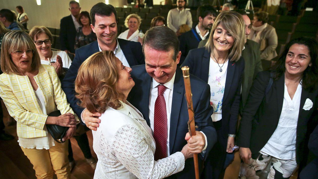 Caballero acompañado de su mujer, Cristina, en el pleno de investidura