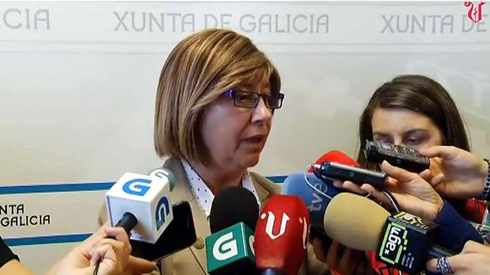 Rosa Quintana: «<span lang= gl >Os gandeiros deben organizarse»</span>.Los ganaderos tenían previsto informar en las superficies comerciales y cambiaron de planes.