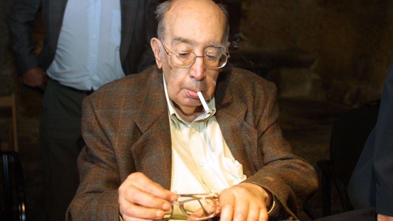 Antón Tovar, cuando recibió el premio  Celanova, Casa dos Poetas