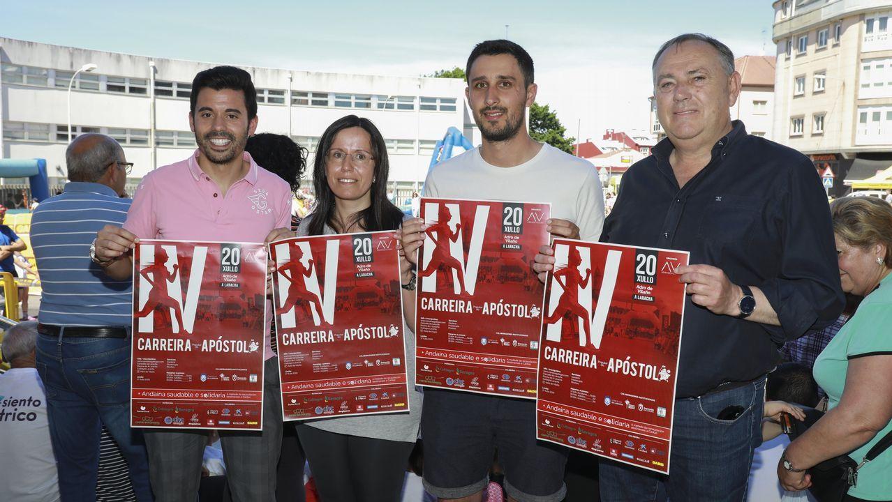 Mañana de limpieza de residuos en Caión: ¡imágenes!.Manola y José Luis con el pequeño Adrán en el hospital Teresa Herrera de A Coruña