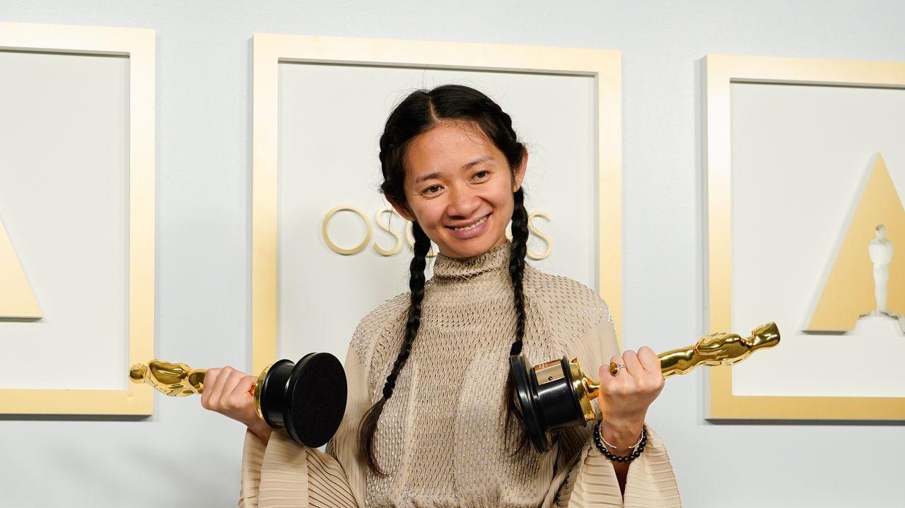 Chloé Zhao, ganadora del Óscar a la mejor dirección por «Nomadland», que también se llevó el premio a la mejor película