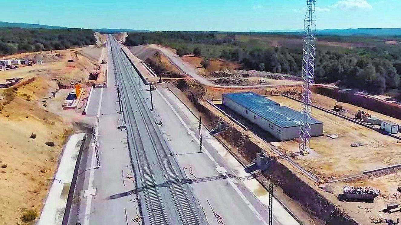 Imagen de las obras del AVE y de la estación de Otero de Sanabria, en Zamora