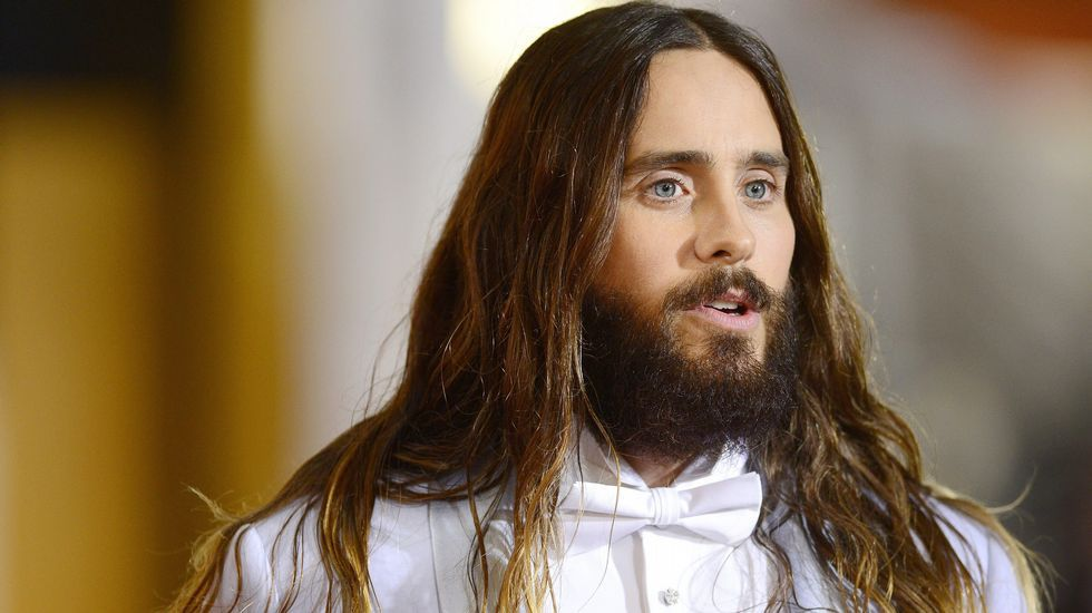 Jared Leto con un smoking lavanda